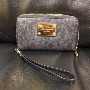 Authentic Michael Kors Wallet Wristlet